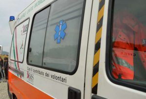 Scontro in A21 tra furgone e Tir: un morto e tre feriti. Animali trasportati in fuga sulla carreggiata