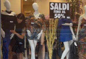 Sono partiti i saldi estivi: a Piacenza per ora ancora pochi acquisti