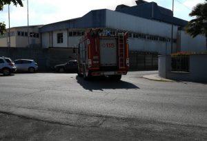 Incendio all'interno della vetreria, serve l'intervento dei vigili del fuoco