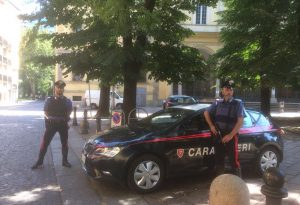 Botte in via Roma: quattro uomini vengono alle mani e poi spunta un coltello