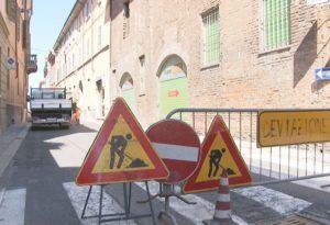 Via Borghetto: addio alle buche pericolose, oggi parte il cantiere