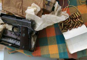 Non comunica il trasporto di una pistola, munizioni illegali: una denuncia
