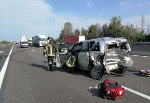 Scontro in autostrada A1 dopo Alseno verso sud, un ferito grave. Code e disagi