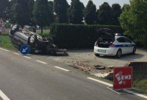 Perde il controllo dell'auto e si ribalta: 36enne ferita seriamente