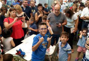 Bagno di folla per Leonardo D., il bambino più cliccato d'Italia