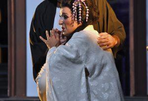 Da gioco amoroso a tragedia: successo per la Madama Butterfly a Palazzo Farnese