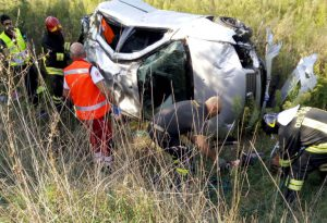 Tragedia in A21: auto fuori strada, un morto e 4 feriti gravi tra cui due bambini