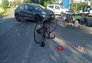 Ciclista investito da un'auto tra Gragnano e Borgonovo, portato a Parma in condizioni gravi