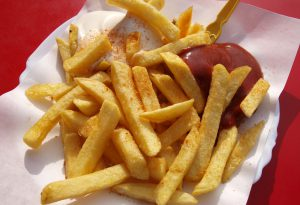 """Frittura: patatine no, pesce e carne sì. La guida di """"Sicurezza alimentare"""""""