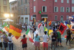 Fiorenzuola, piazza invasa da cibo e bandiere: è la festa multietnica
