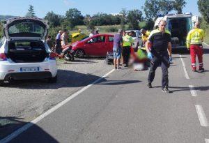 Perde in controllo dello scooter e fa un volo di alcuni metri: donna ferita