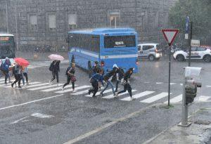 """Prima campanella bagnata per i 35.578 studenti piacentini. I sindacati: """"Mancano docenti"""""""