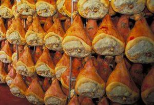 Lotta alla contraffazione, 90 chili di prosciutto crudo sequestrati in Valtidone. Multa da 12mila euro