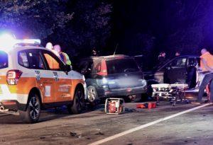 Terribile schianto frontale tra due auto nei pressi di Fossadello, coinvolto anche un camion