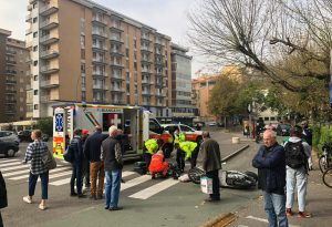 Scontro tra bici e scooter in via IV Novembre, un ferito all'ospedale