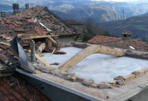 Terrore a Santa Maria di Bobbio: vento a 140 km/h, interi tetti volati via e muri crollati