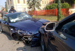 Scontro tra tre auto a Borgonovo, due feriti. Intervengono i pompieri