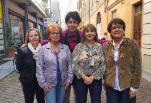 Foto dei piacentini esposte in strada, vetrine viventi e sfilata in via Felice Frasi