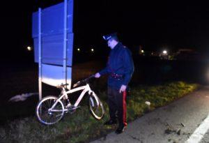 Ciclista falciato da un furgone lungo la via Emilia: è gravissimo, trasportato a Parma