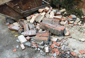Boato a Borgotrebbia, crolla il tetto di un capannone
