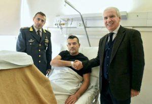 Finanziere ferito, visita in ospedale di Comandante della Finanza e Prefetto