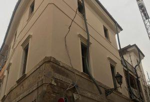 Dal palazzo antico spariscono due caminetti del Settecento