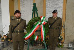 Commemorazione dei defunti, autorità rendono omaggio ai Caduti