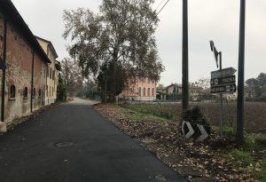 Ladri scatenati nella notte a Vallera, aperte e svaligiate diverse auto