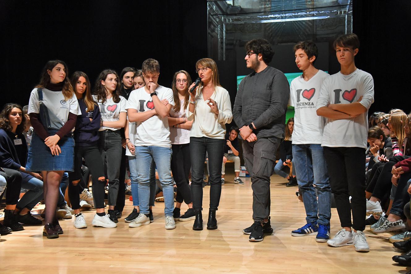 """Disagio giovanile atto primo, al teatro Gioia la parola ai ragazzi: """"Realtà sul web diversa dal mondo reale"""""""