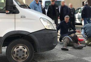 Anziano investito da un furgone davanti al municipio di Carpaneto