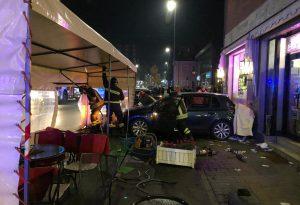 Tragedia in viale Dante: travolti da un'auto quattro clienti di un bar, un morto e un ferito grave