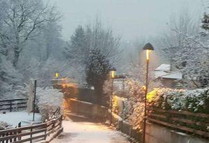 E' arrivata la neve, colline e montagne imbiancate da una lieve coltre bianca