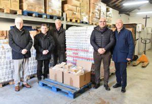 Grana, pomodori e legumi: donazione alla Caritas in vista del Natale