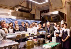 Sfilata vip ad Agazzano: giornata piacentina per Ezio Greggio, Gerry Scotti e Cristina Parodi
