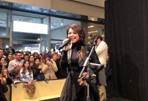 Fans di tutte le età per la regina dei cartoni animati Cristina D'Avena