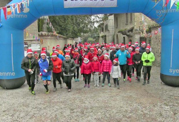 Marcia dei babbi Natale a Grazzano Visconti