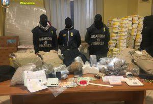 Nascondeva droga e merce rubata per 800mila euro, chiesti 13 anni di condanna