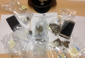 Tre arresti per droga, quattro denunce per rissa. Fine settimana di controlli