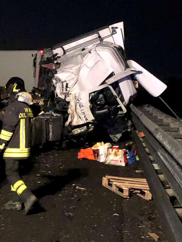 Incidente tra due camion in A1, autostrada riaperta.