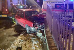 Auto contro un muretto tra Podenzano e San Giorgio: una ferita