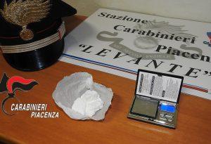 Giro di tossicodipendenti in via Scalabrini, pusher 25enne in manette