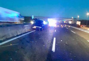 Schianto in autostrada: tra i feriti anche una bambina e una donna incinta