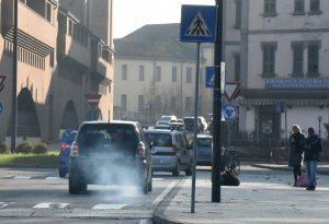 Il vento spazza via lo smog, ma restano le misure d'emergenza fino a giovedì