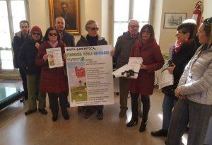"""Legambiente consegna 3.500 firme al sindaco per dire stop alla logisitca. Barbieri: """"Informazioni sbagliate ai cittadini"""""""