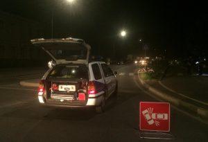 Una ciclista travolta da un'auto in via IV Novembre: d'urgenza al pronto soccorso
