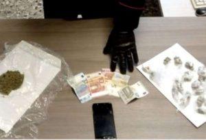 Nel giubbotto oltre 40 grammi di marijuana suddivisa in 18 dosi. Arrestato 19enne piacentino
