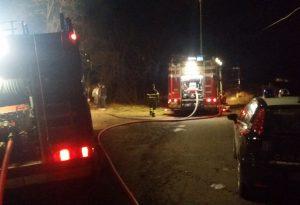 Vigili del fuoco in azione a Veleia Romana per un incendio. FOTO
