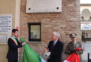 Scoperta a Palazzo Farnese la targa in memoria della Brigata Piacenza
