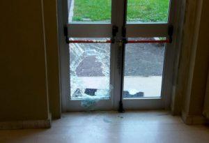 Ladri sfondano una vetrata al liceo Colombini, si devono accontentare delle merendine