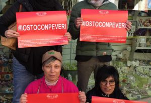 Castel San Giovanni, 150 negozianti espongono il cartello rosso #iostoconpeveri